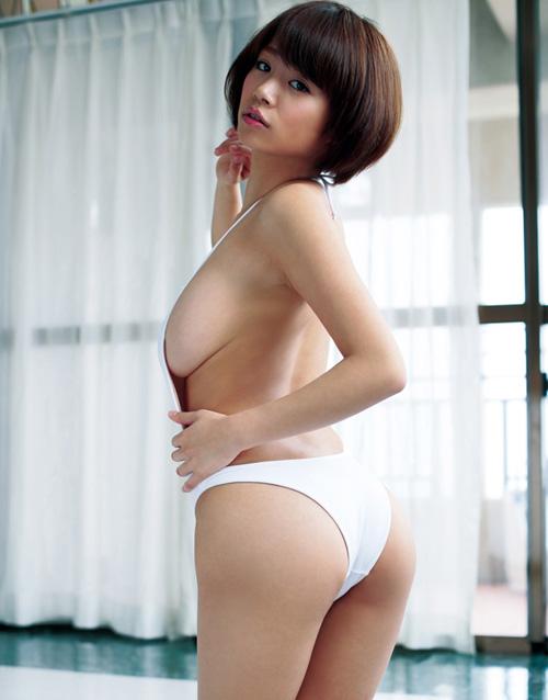 菜乃花のビキニからはみ出し過ぎてるおっぱい46