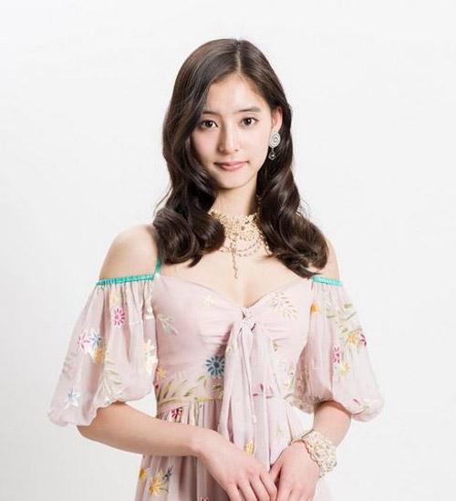 新木優子 困り顔がよく似合う清純派スマイルが可愛いブレイク女優しているおっぱい画像