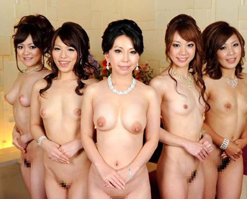 女の子がみんなでおっぱい丸出しのまさに楽園16