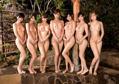 女の子がみんなでおっぱい丸出しのまさに楽園25