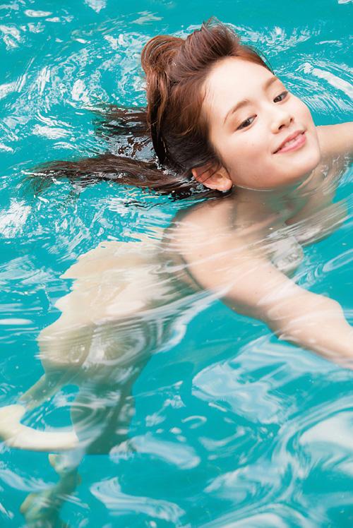 筧美和子 水着を脱いで全裸でおっぱい丸出し!巨乳輪も丸見えなエロ画像