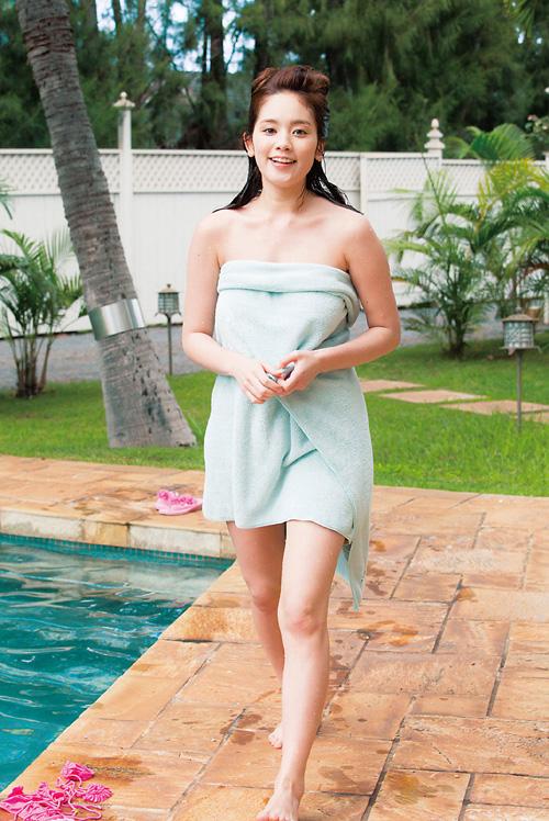 筧美和子が全裸でプールにはいっておっぱいとお尻丸出し13