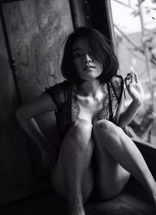 筧美和子が全裸でプールにはいっておっぱいとお尻丸出し25