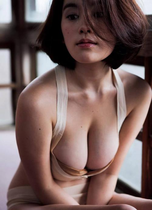 筧美和子が全裸でプールにはいっておっぱいとお尻丸出し26