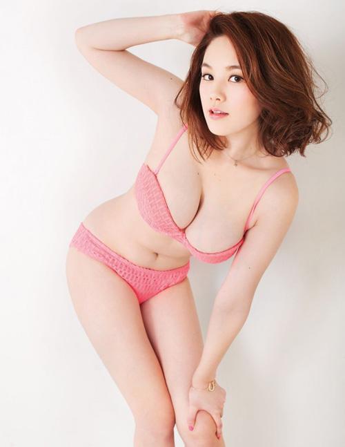 筧美和子が全裸でプールにはいっておっぱいとお尻丸出し30