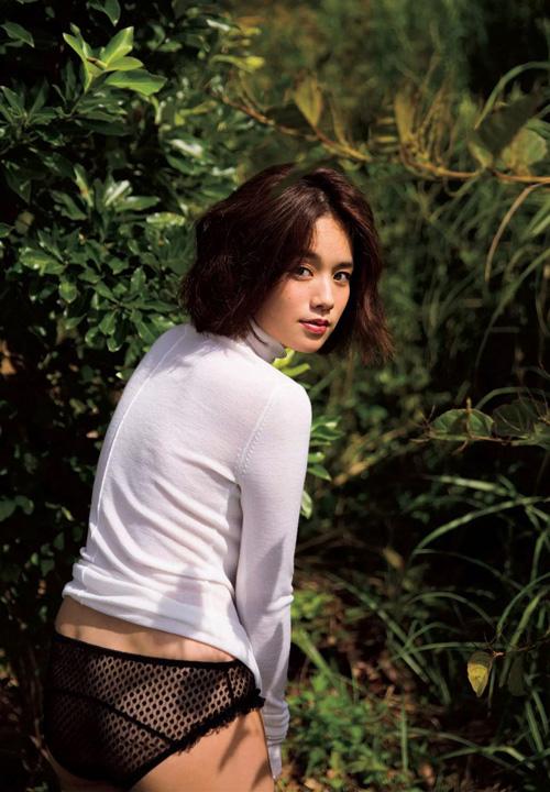 筧美和子が全裸でプールにはいっておっぱいとお尻丸出し46