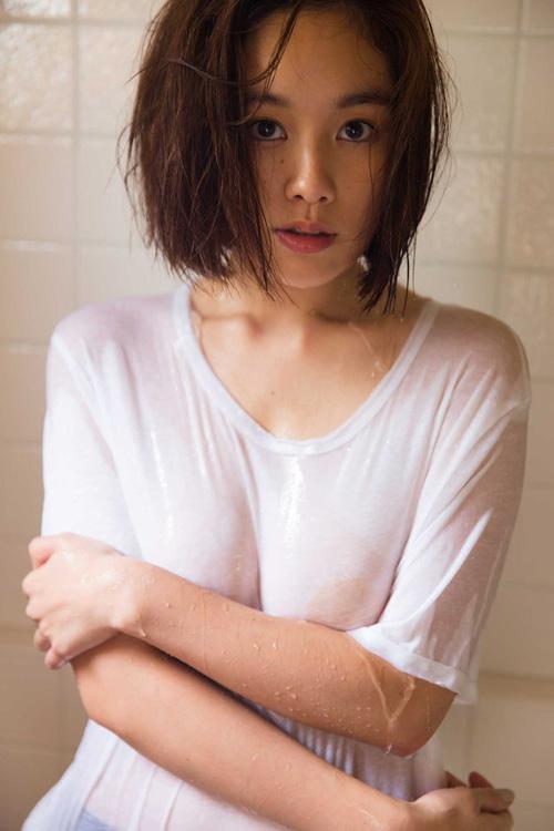 筧美和子が全裸でプールにはいっておっぱいとお尻丸出し48