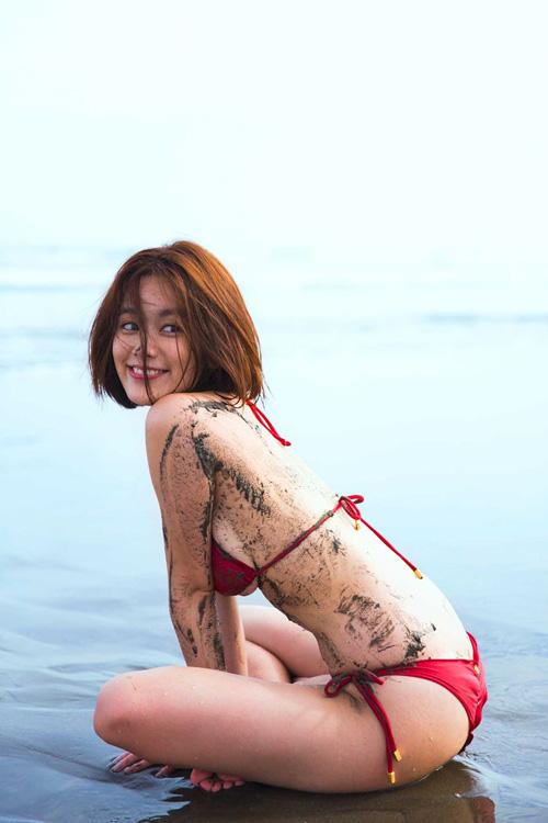 筧美和子が全裸でプールにはいっておっぱいとお尻丸出し49