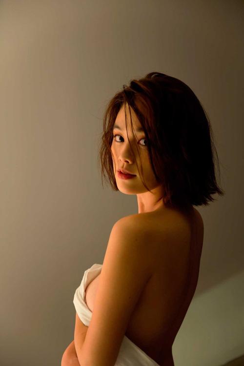 筧美和子が全裸でプールにはいっておっぱいとお尻丸出し50
