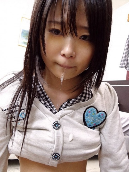 【三次】口内射精されちゃっている女の子のエロ画像part2