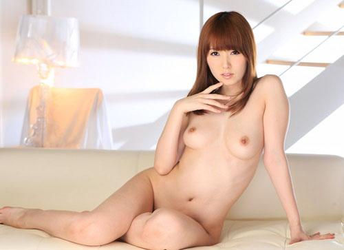 女座り・横座りしてる可愛い女の子の全裸画像