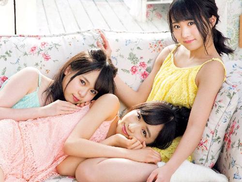AKBチーム8 超絶美少女3人の生脚グラビア。