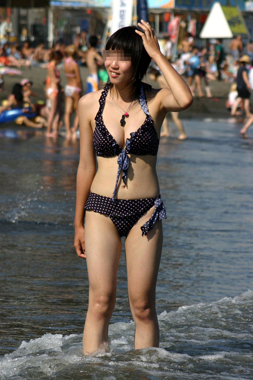 早く海へ行ってビキニ姿の生おっぱいが見たい18
