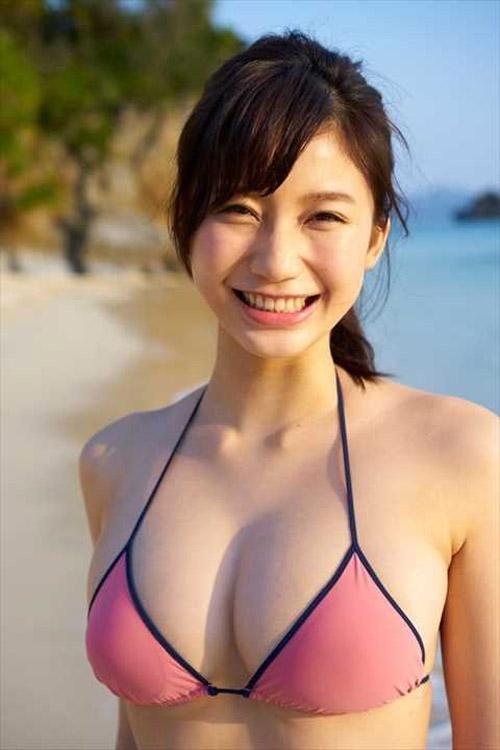 小倉優香(18)「どう?このエッチな肉体は?峰不二子と同じプロポーションなのよ(パシャ」→