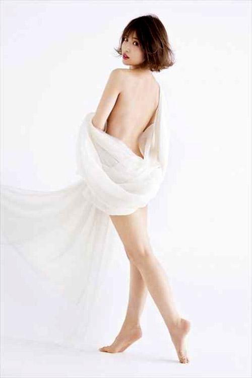 【セミヌード】くみっきーこと舟山久美子(26)が大胆全裸wwwwwww(※画像あり)