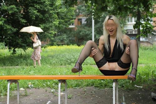 【海外露出エロ画像】海外発信の野外露出画像!海外の女の子たちの大胆さに脱帽!