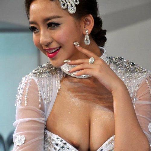 過激な巨乳おっぱい「中国人イベコン女子」エロ画像25枚!