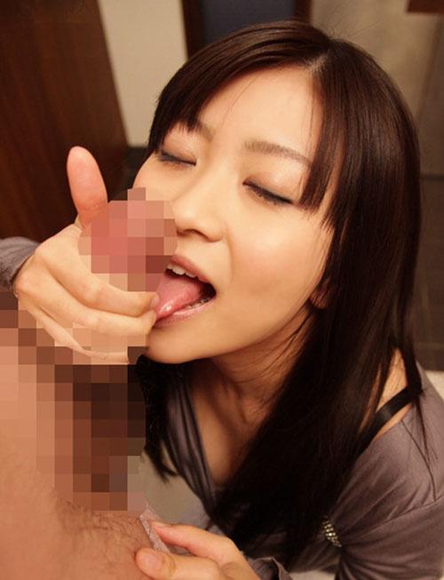 【フェラチオ】美味しそうにオチンポ舐めてくれる女って最高だよなwww【画像30枚】