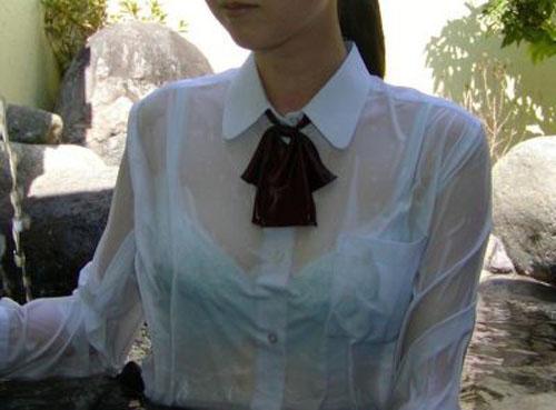 制服から透けブラしてる女の子を凝視したいわ