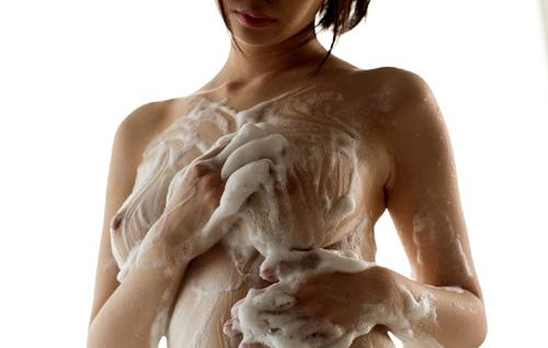 石鹸の泡まみれでヌルヌルのおっぱいを揉みたい20