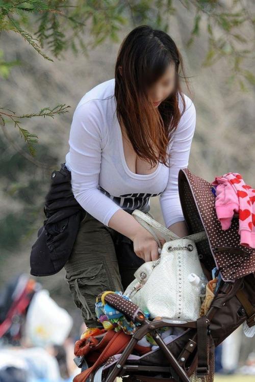 【素人】おっぱいの谷間をこんなに出してる女は視姦して欲しいんだろ?www【画像30枚】