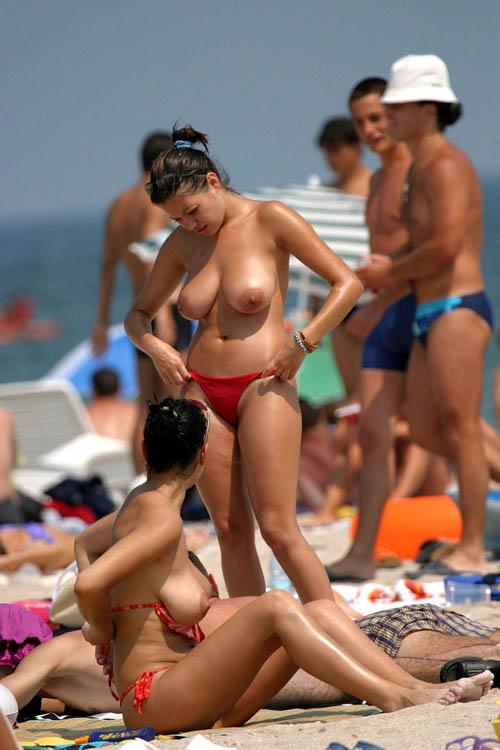 ヌーディストビーチはおっぱい丸出し天国1