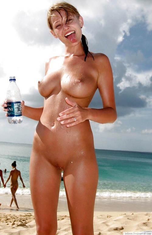 ヌーディストビーチはおっぱい丸出し天国9