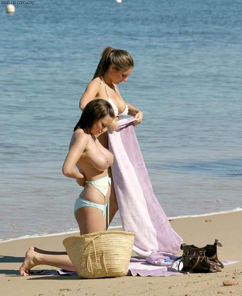 ヌーディストビーチはおっぱい丸出し天国13