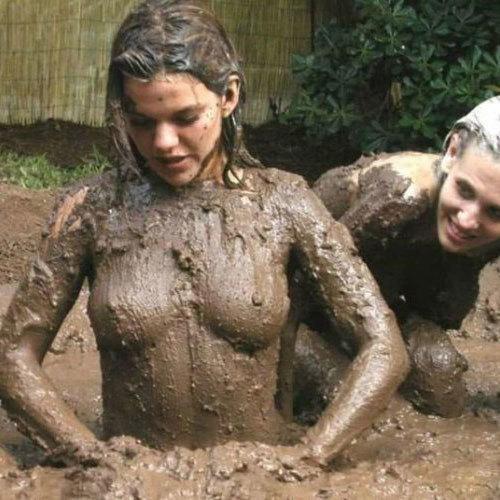 泥だらけのおっぱいに釘付けになっちゃう女の子のエロ画像集めてみた