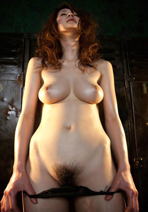 おっぱい丸出しでマン毛を見せつけてる女の子30