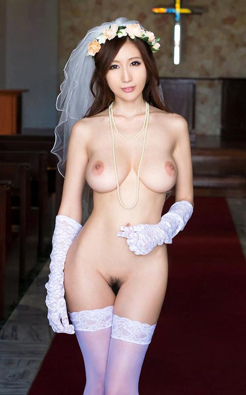 ウェディングドレス姿の花嫁のおっぱい1