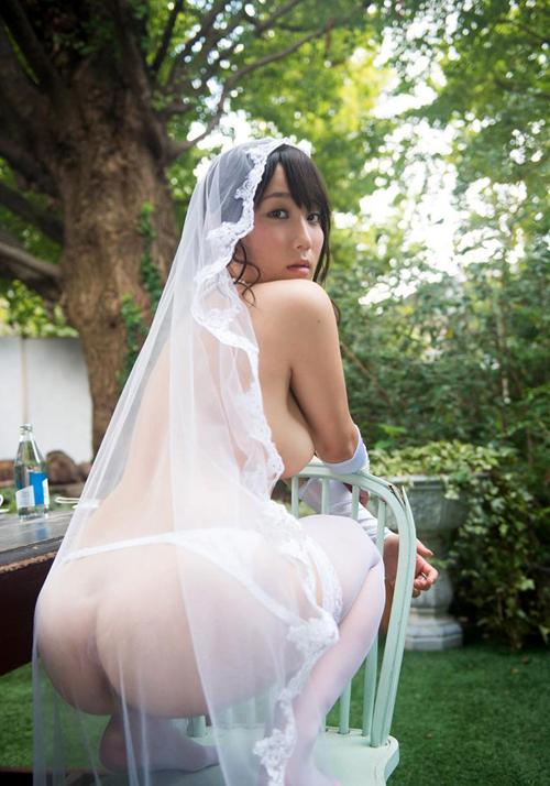 ウェディングドレス姿の花嫁のおっぱい4