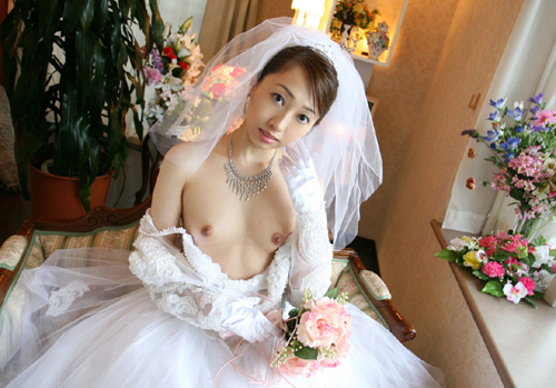 ウェディングドレス姿の花嫁のおっぱい5