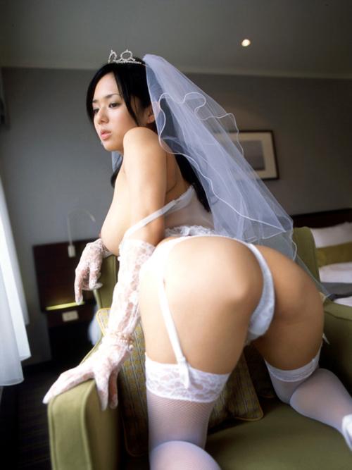 ウェディングドレス姿の花嫁のおっぱい18