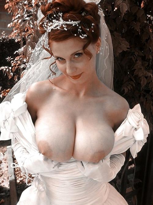 ウェディングドレス姿の花嫁のおっぱい24
