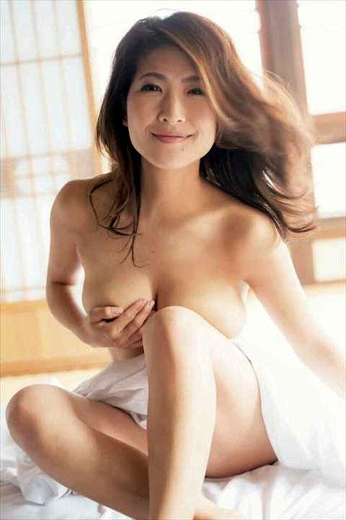 古瀬絵理アナ(39)最後のセミヌード⇒スイカップから乳輪ポロリが見つかる…(画像あり)
