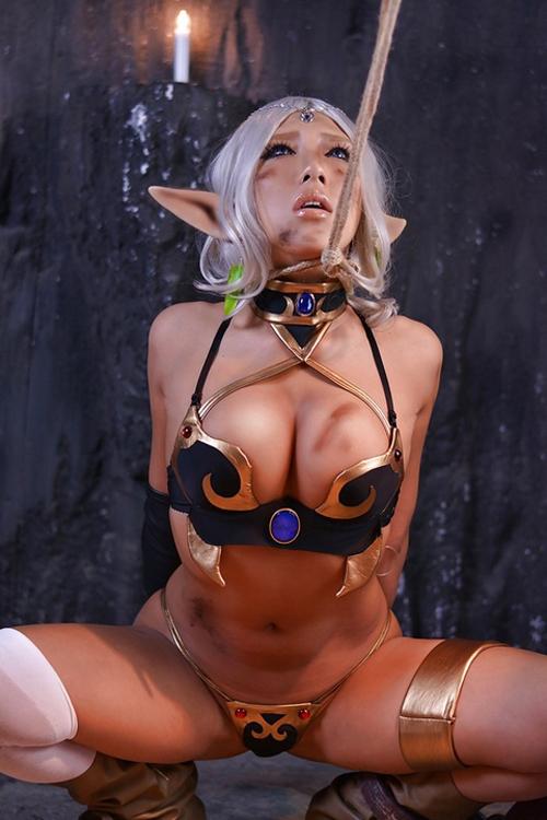 性奴隷コスプレイヤーがあまりにもエロ過ぎる!身体中に精子ぶっかけられてる・・・