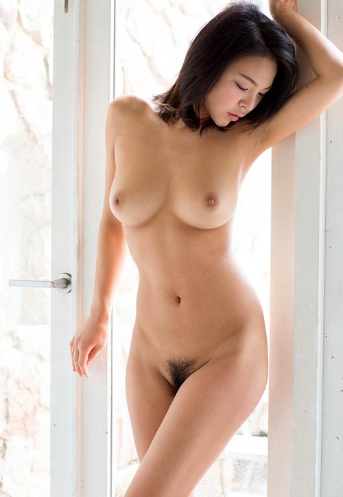 全裸でおっぱいとマン毛丸出しおねえさん21