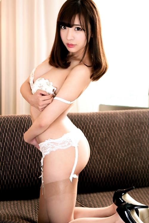 佐々波綾 『ラグジュTV 705』発情したメスの卑猥な尻を犯す興奮! ドMな美女のハメ撮り
