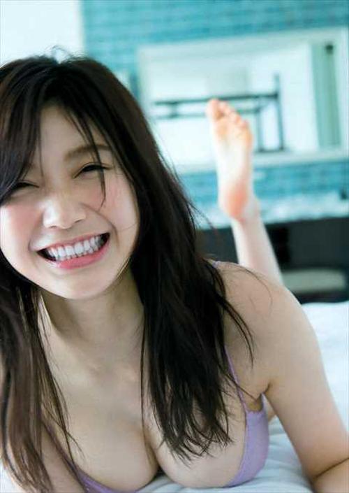 小倉優香(18)「最新Gカップビキニを見て!」⇒2ch「流出でヤリマンばれたじゃん」「DQNの肉便器だろ…」