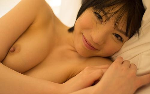 【鈴村あいりの絶品ヌード】(巨乳・おっぱい・お尻)エロ画像50枚!