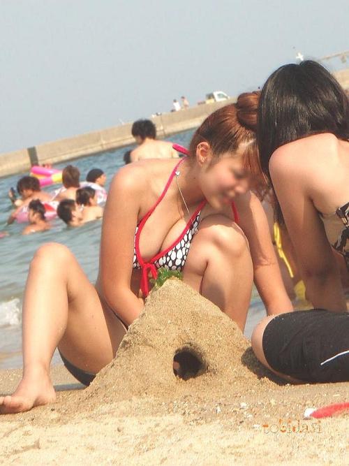 水着解禁!ビーチで戯れる女たち★エロ画像49枚