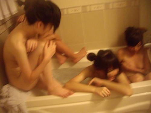 ラブホ女子会で撮影された「リア充アピール写真」が限度越えてるwwww【画像30枚】