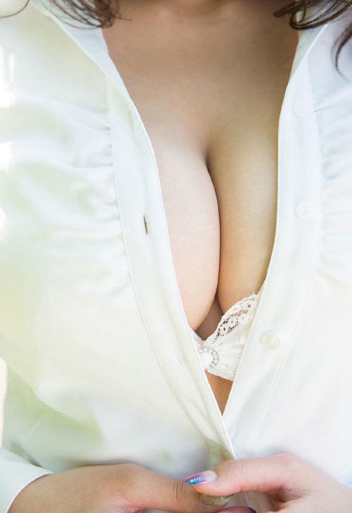 深田ナナのKカップ美爆乳おっぱい 11