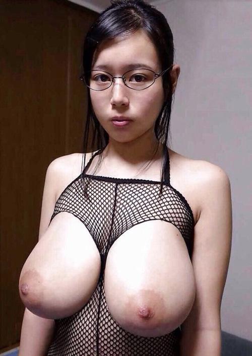 メガネをかけた女が醸し出すエロさって独特じゃん?wwww【画像30枚】