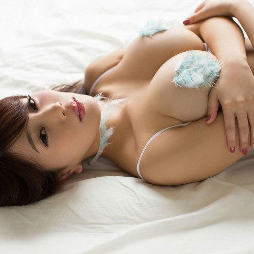 Gカップグラドル 森咲智美 乳首だけ隠した過激なセミヌード画像。あわよくばヤレそうw