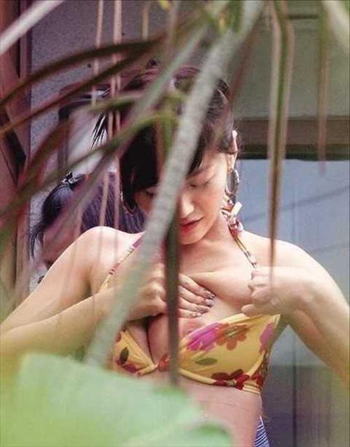 【黒歴史】綾瀬はるか(32)に乳首ポロリの決定的画像があった…⇒ビキニから完全にハミ出したピンク色の…