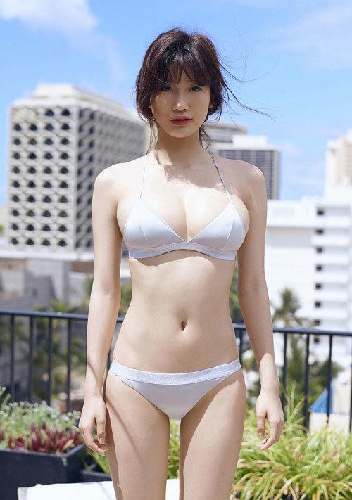 小倉優香のビキニからはみ出すおっぱい36