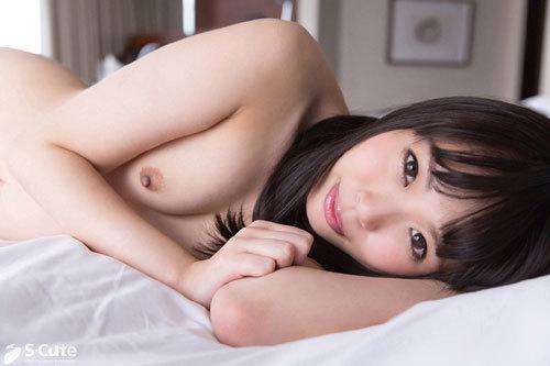 Yua 綺麗な瞳のピュア女子は強引なプレイにも憧れる