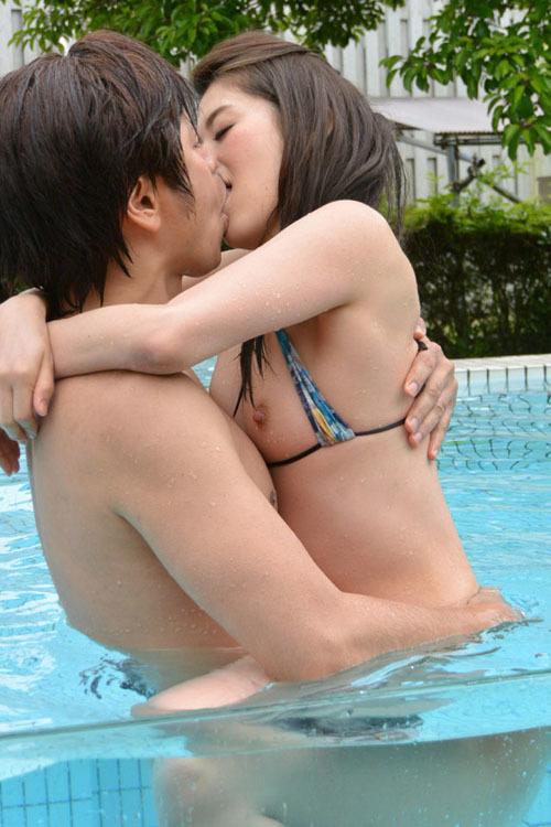 女子の68%「夏は誰でもいいからセックスがしたい」